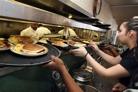 Raising Restaurant Workers' Wages Won't Cause Job Loss