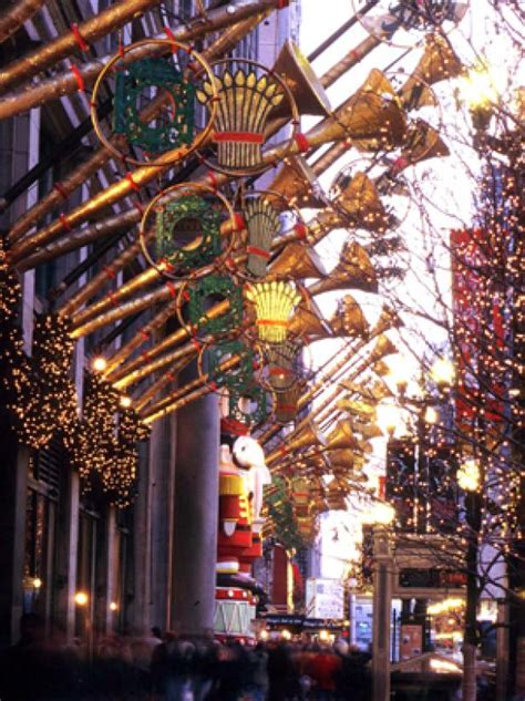 Christmas Traditions From Coast to Coast | Top 10