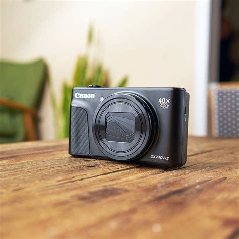 Canon PowerShot SX740 HS Review: A Simple, Pocket-Sized Camera