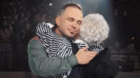 Garth Brooks Posts Emotional Tribute to His Late Mom for